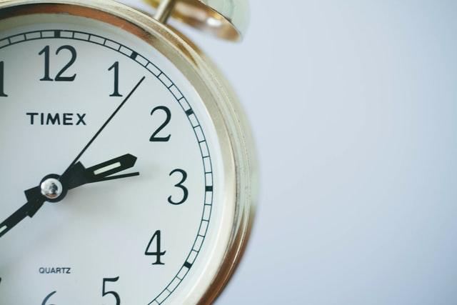 【簡単】GoogleColabの制限とは?90分と12時間ルール